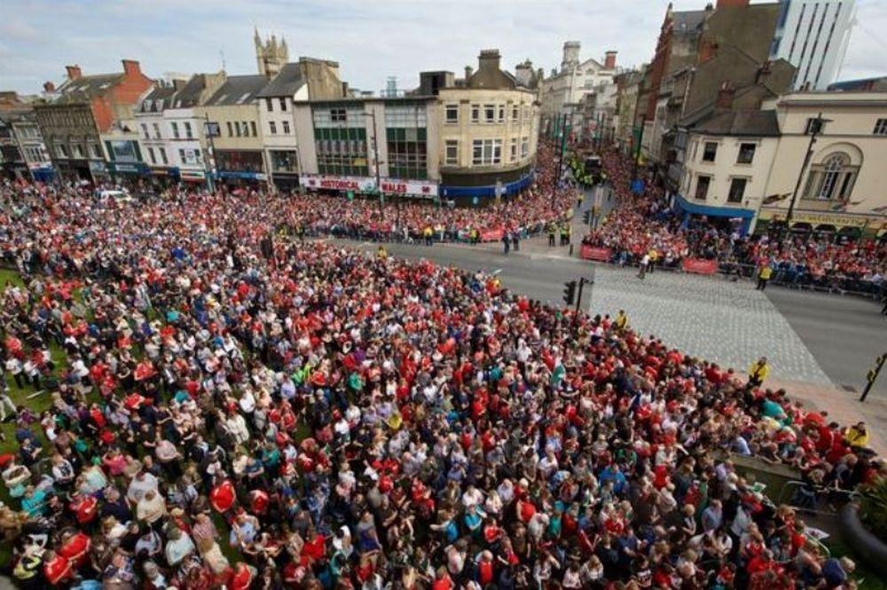 Euro 2016: Αποθέωση για την Ουαλία (photos+video)