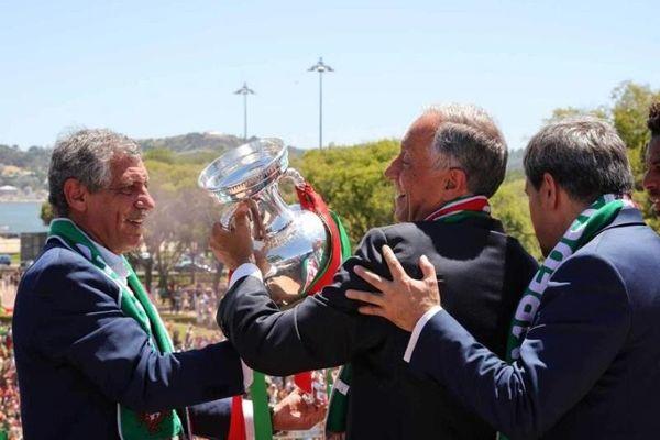 Euro 2016: Αγκαλιά με τον πρόεδρο η Εθνική Πορτογαλίας! (photos)