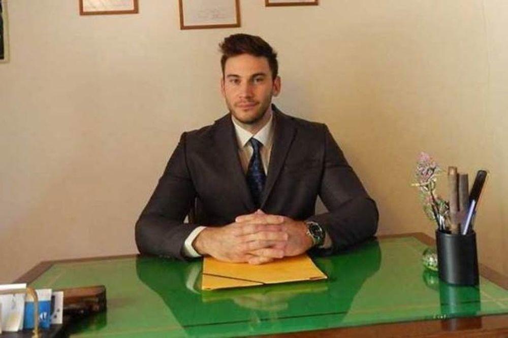 Ο Μάνος Τσαγκαράκης συμβουλεύει τους αθλητές της Ακαδημίας