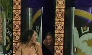 Σάλος σε reality show: Βγήκε γυμνή από το μπάνιο και έκανε σεξ μπροστά στην κάμερα! (photos)