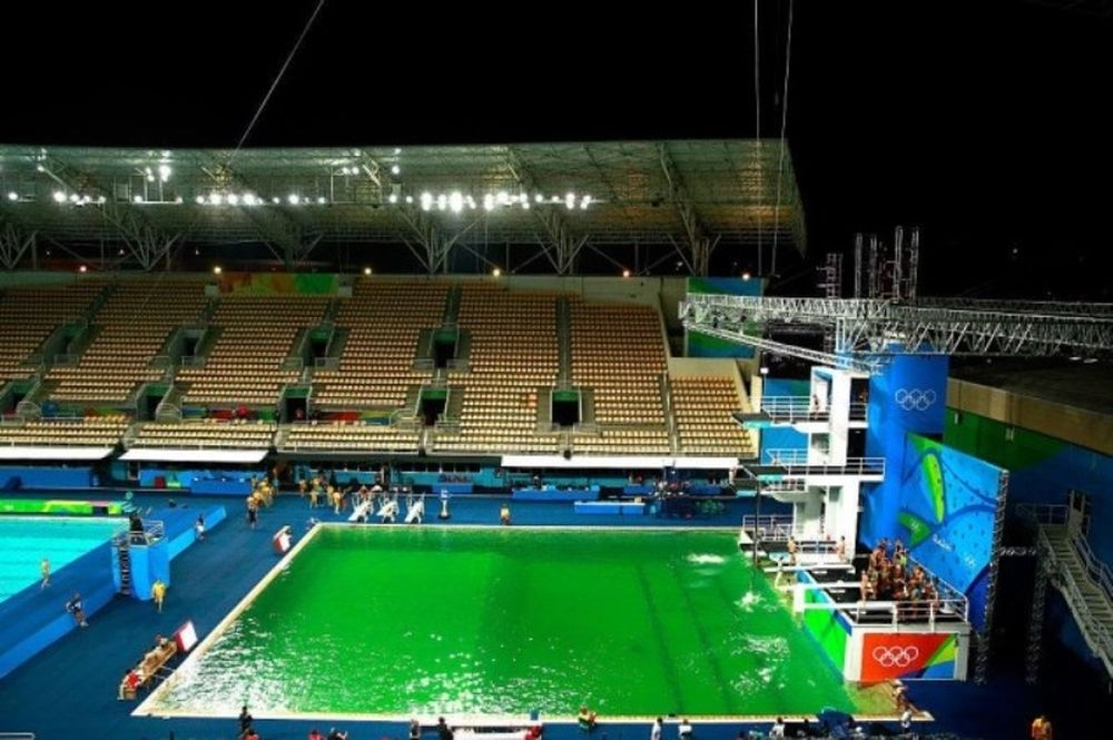 Ρίο 2016: Σοκ! Έγινε… πράσινο το νερό στην πισίνα καταδύσεων! (photos)