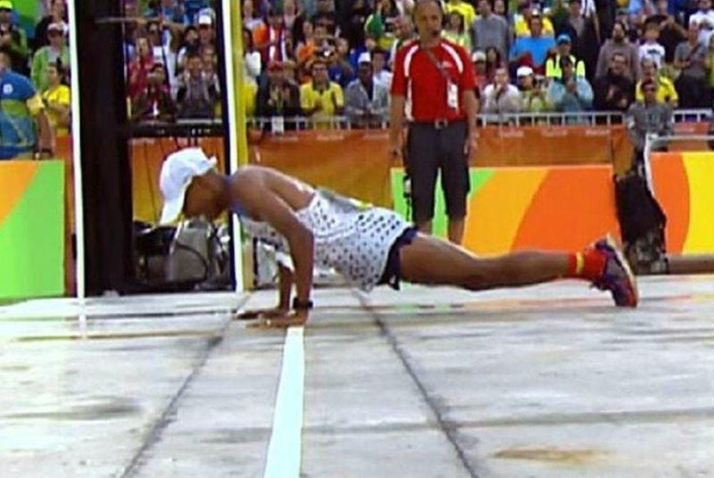 Ρίο 2016: Έπεσε κάτω στον τερματισμό, αλλά για να το καλύψει έκανε… push ups! (video)