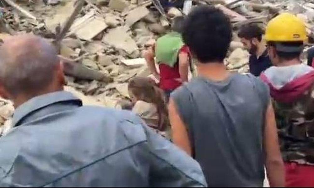 Σεισμός στην Ιταλία: Συγκλονίζει βίντεο με τη διάσωση μικρού κοριτσιού από τα συντρίμμια
