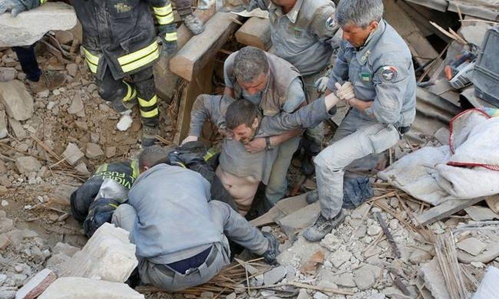 Σεισμός στην Ιταλία: Θρήνος στα χαλάσματα - Δεκάδες νεκροί και εκατοντάδες τραυματίες (pics+vid)