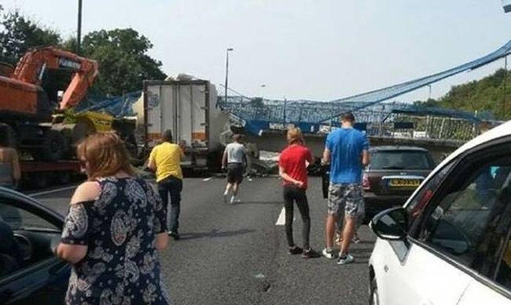 Βρετανία: Είδαν το Χάρο με τα...μάτια τους όταν έπεσε γέφυρα σε αυτοκινητόδρομο