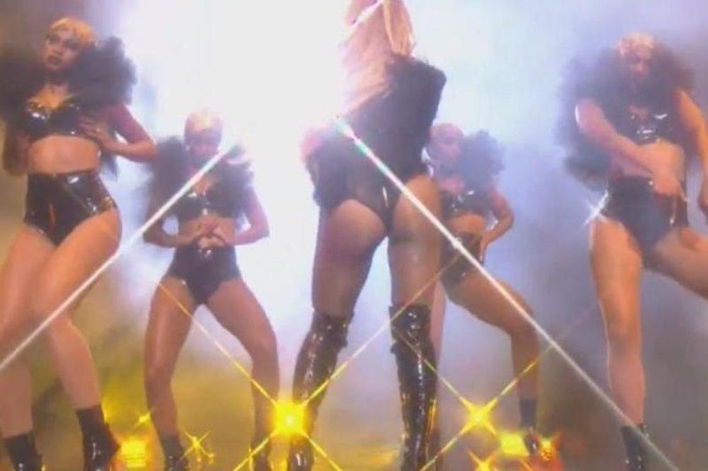 Η Beyonce σε καυτό χορό με ελάχιστα ρούχα! (video)