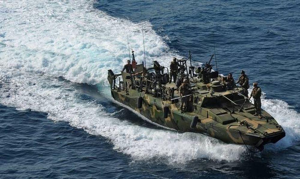 Νέο «θερμό» επεισόδιο στον Περσικό: Ιρανικό σκάφος μπλόκαρε αμερικανικό ταχύπλοο