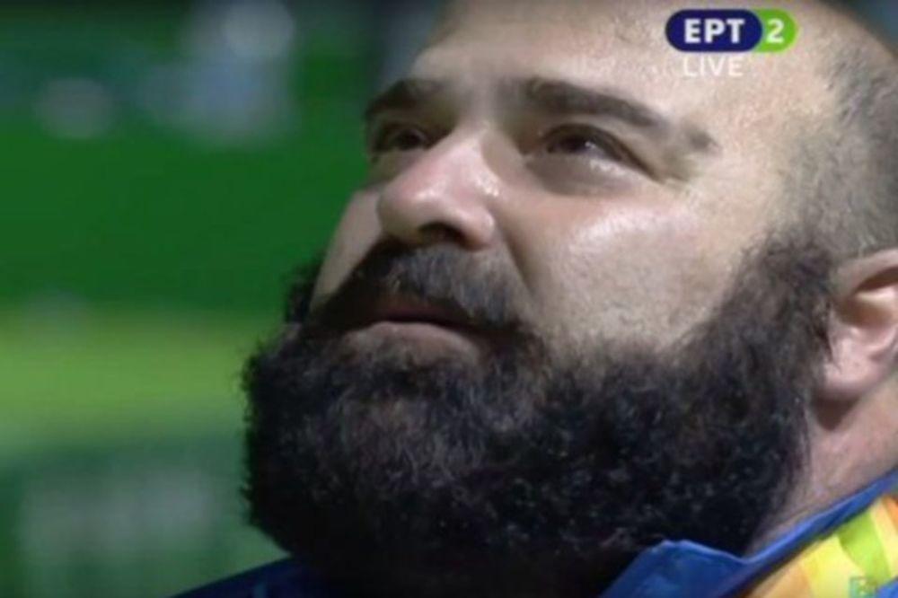 Ανατριχίλα: Τα δάκρυα... χαράς του «χρυσού» Παύλου Μάμαλου στην ανάκρουση του Εθνικού μας ύμνου! (video)