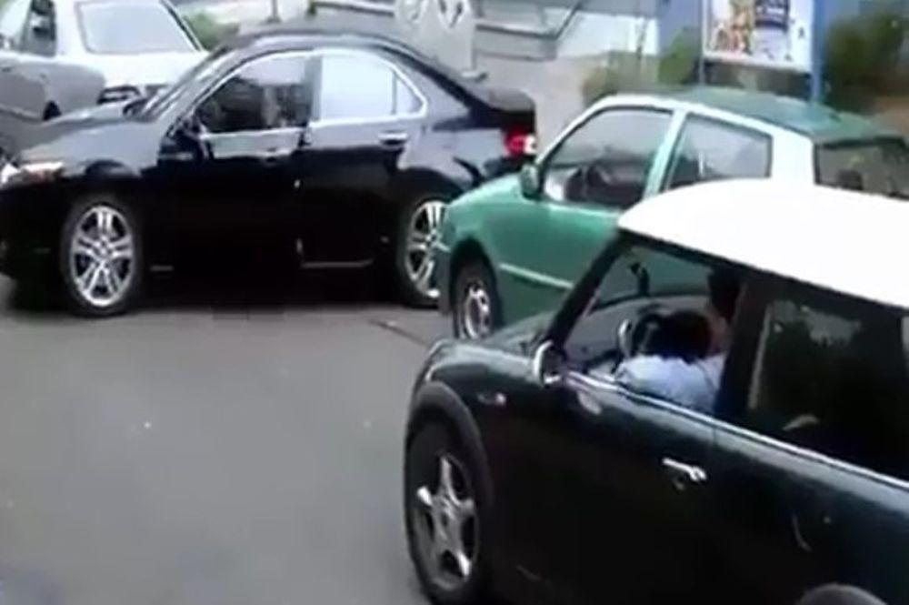 Αυτό είναι το πιο… επικό παρκάρισμα! (videο)