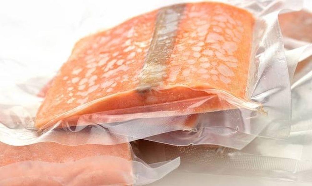 Ένας γρήγορος και ασφαλής τρόπος να ξεπαγώσετε το κρέας και το ψάρι
