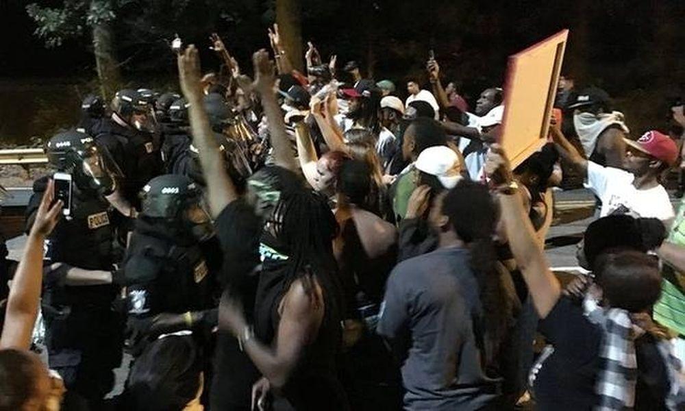 Οδομαχίες στη Β. Καρολίνα για τον θάνατο αφροαμερικανού από αστυνομικο