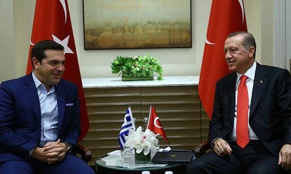Σάλος με τις δύο τουρκικές σημαίες στη συνάντηση Τσίπρα – Ερντογάν (video+photos)