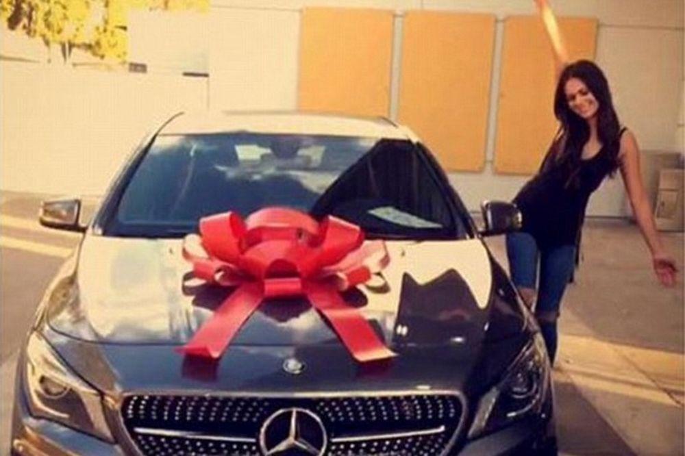 Η χαρά της για τη νέα της Mercedes την έστειλε στη φυλακή (photos)
