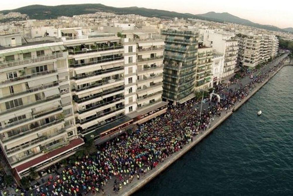 Θεσσαλονίκη: «Πλημμύρισαν» από αθλητές και βαδιστές οι δρόμοι της πόλης στον Protergia 5o Διεθνή Νυχτερινό Ημιμαραθώνιο