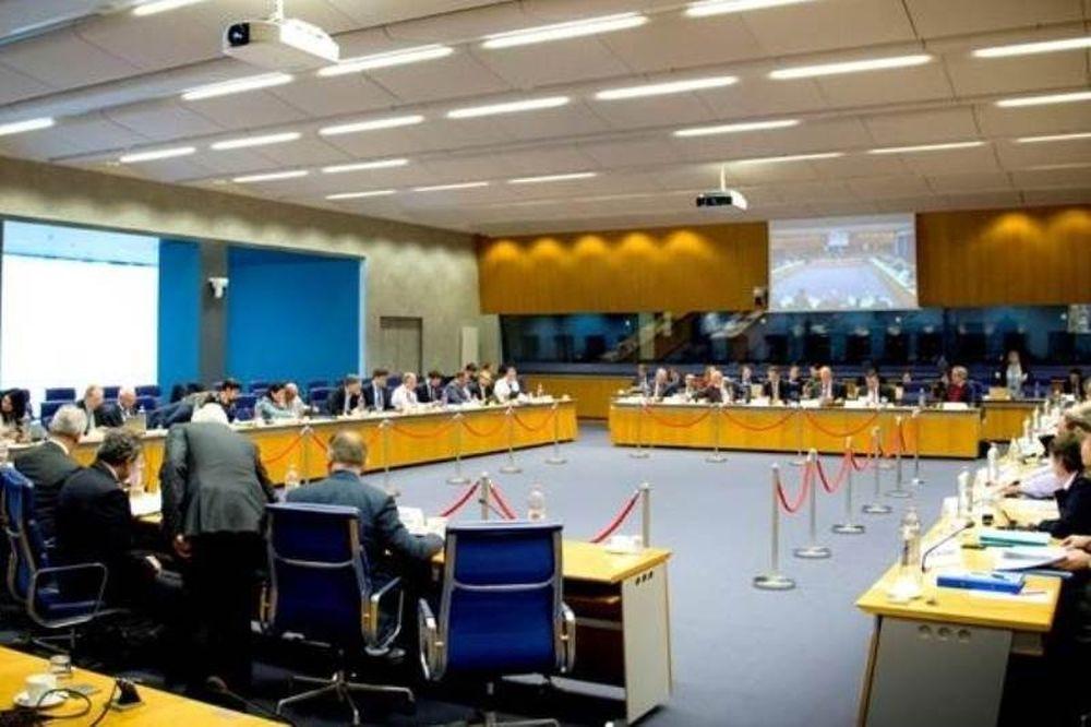 «Σφαλιάρα» από Eurogroup