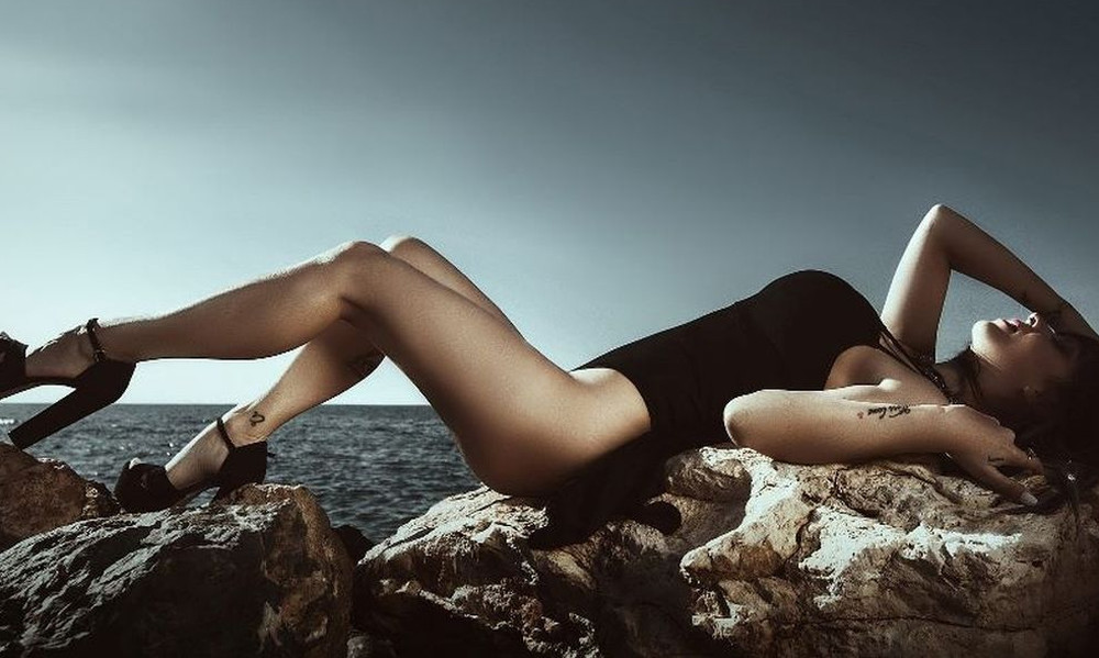 H «καυτή» παρουσιάστρια της Κρήτης (pics)