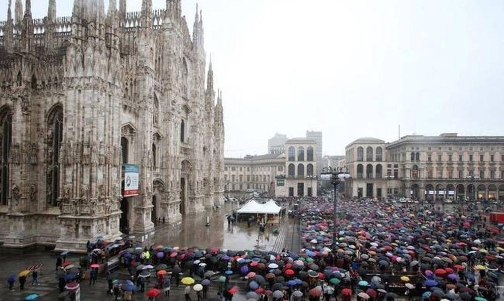 Ρίγη συγκίνησης στο τελευταίο αντίο χιλιάδων Ιταλών στον Ντάριο Φο (Pics+Vids)