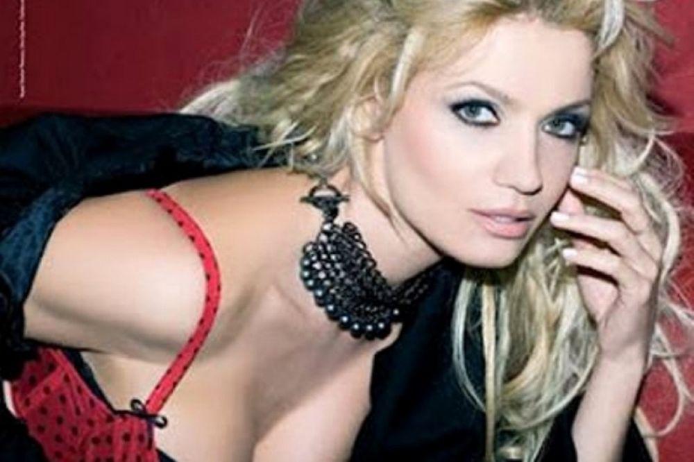Ελληνίδα ηθοποιός σε sex scene (video)