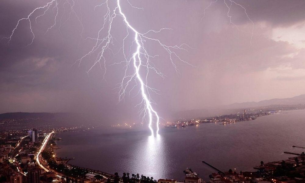 Καιρός: Βροχές και καταιγίδες τη Δευτέρα (17/10) - Πού θα «χτυπήσουν» τα έντονα καιρικά φαινόμενα
