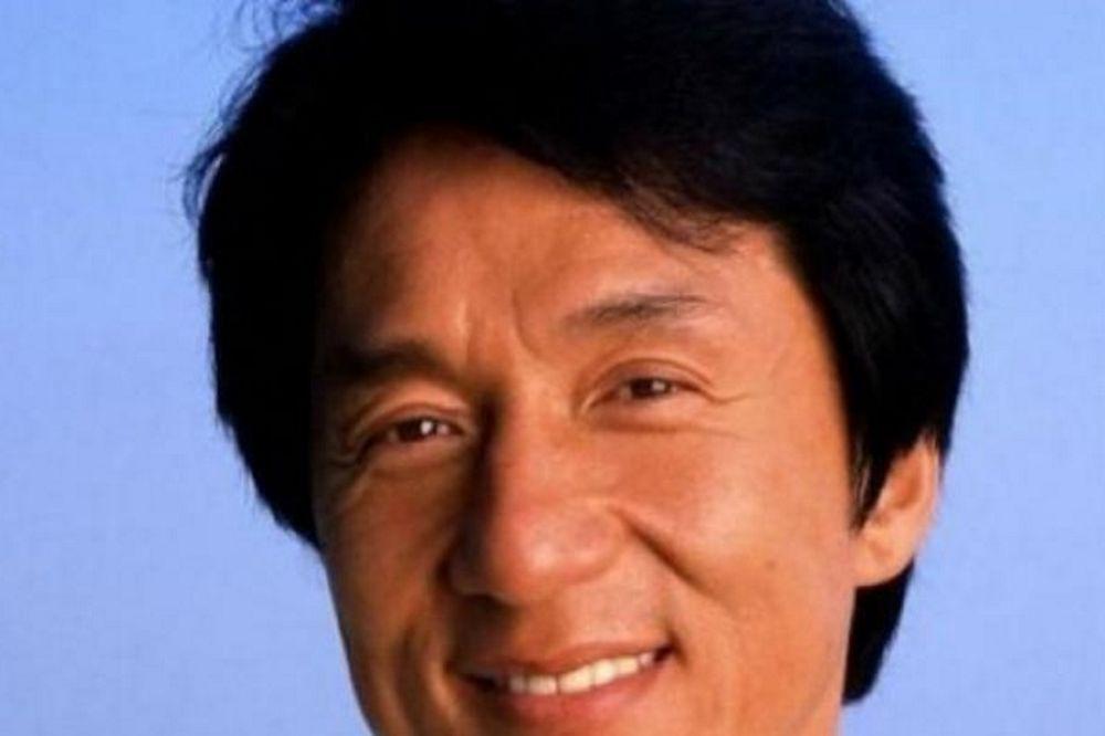 Δείτε τι έσπασε με την γροθιά του ο Τσάκι Τσαν, κρατώντας ένα αβγό! (vid)