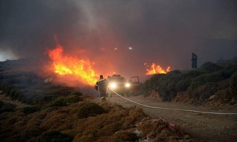 Μεγάλη φωτιά στην Άνδρο - Απειλούνται κατοικίες