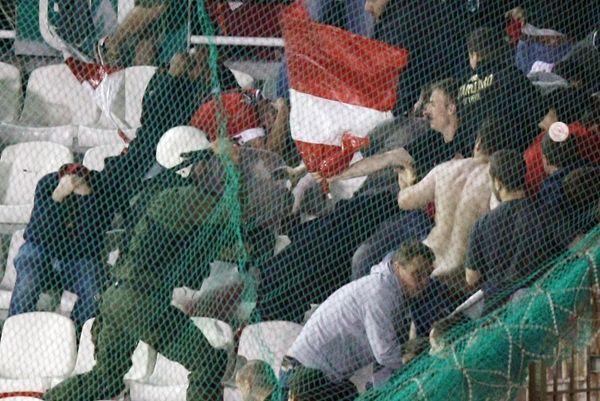 Σταντάρ Λιέγης: Καταγγελία στην UEFA για την ελληνική Αστυνομία