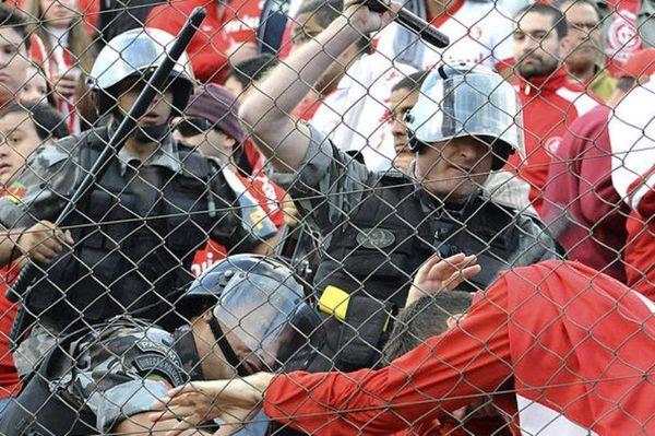 Χαμός στην Βραζιλία, άνοιξαν πυρ σε γήπεδο αστυνομικοί