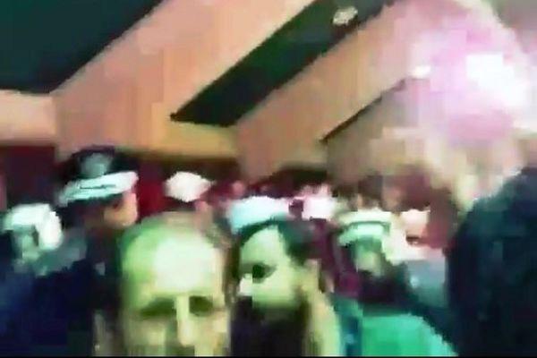 ΣΟΚ! Φωτοβολίδα χτύπησε οπαδό στο λαιμό στην Θήβα! (video)