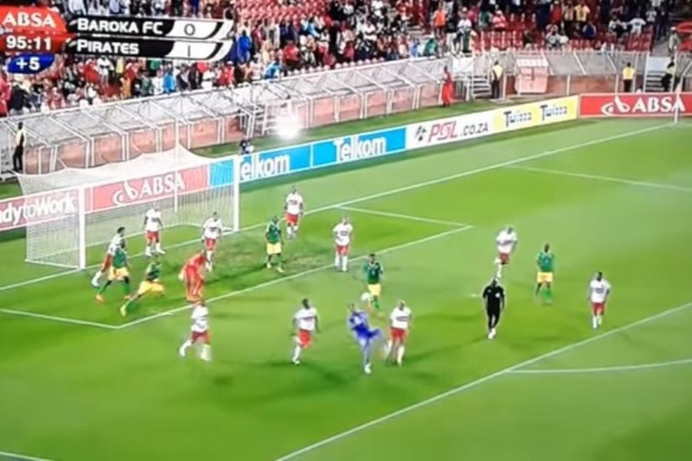 Τερματοφύλακας έβαλε απίστευτο γκολ με «ψαλιδάκι» στις καθυστερήσεις (video)