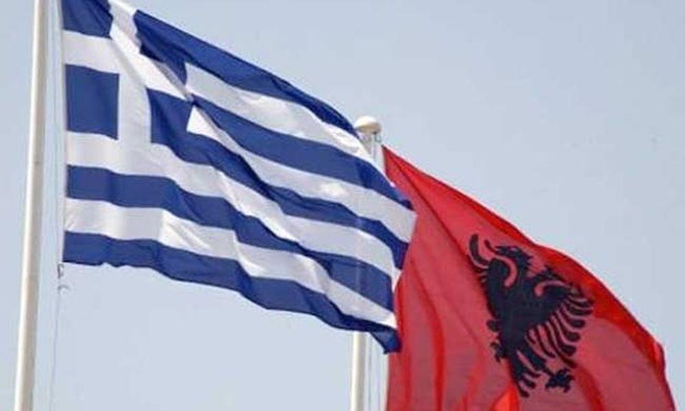 Αλβανοί εισέβαλαν σε σπίτι και κατέβασαν την ελληνική σημαία (vid)