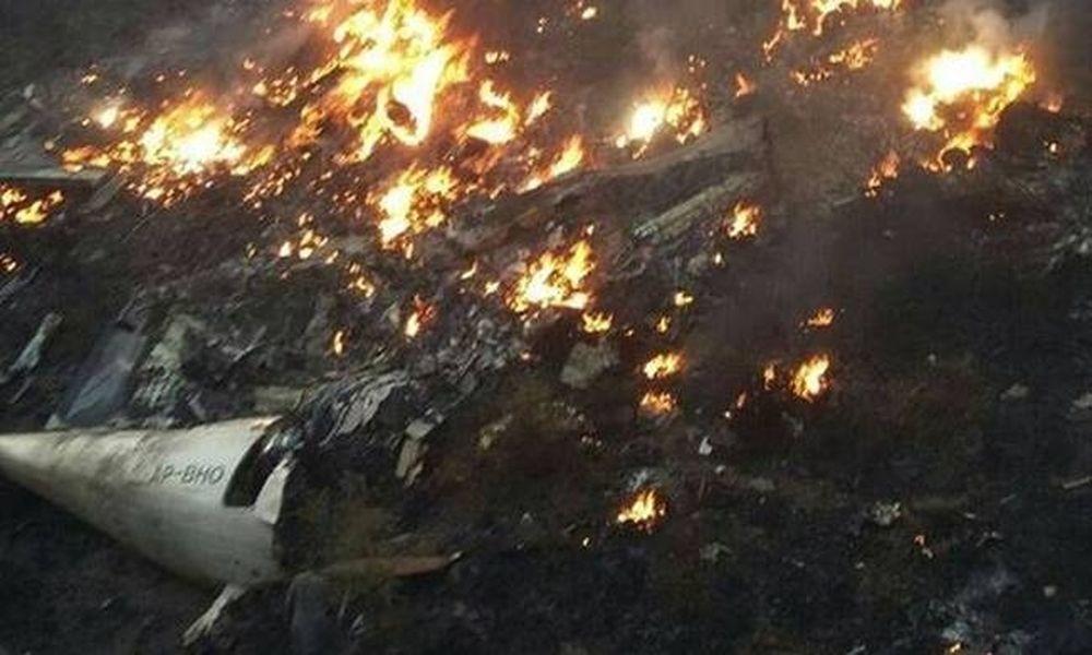 Συντριβή αεροπλάνου Πακιστάν: Καμία ελπίδα για επιζώντες – Όλα τα σώματα έχουν απανθρακωθεί (Pics)