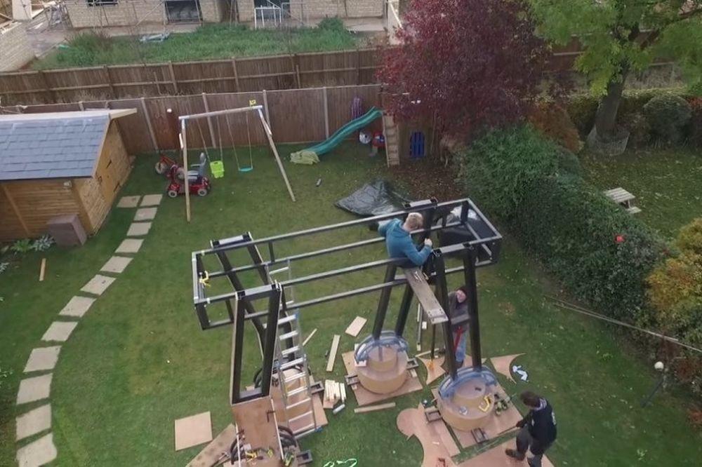 Απίστευτο: Δείτε τι έχει ο τύπος στον κήπο του (video)
