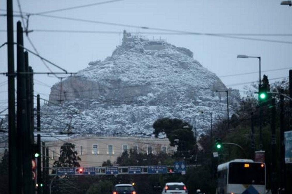 Σε λευκό κλοιό η Αθήνα - Ποιοι δρόμοι είναι κλειστοί