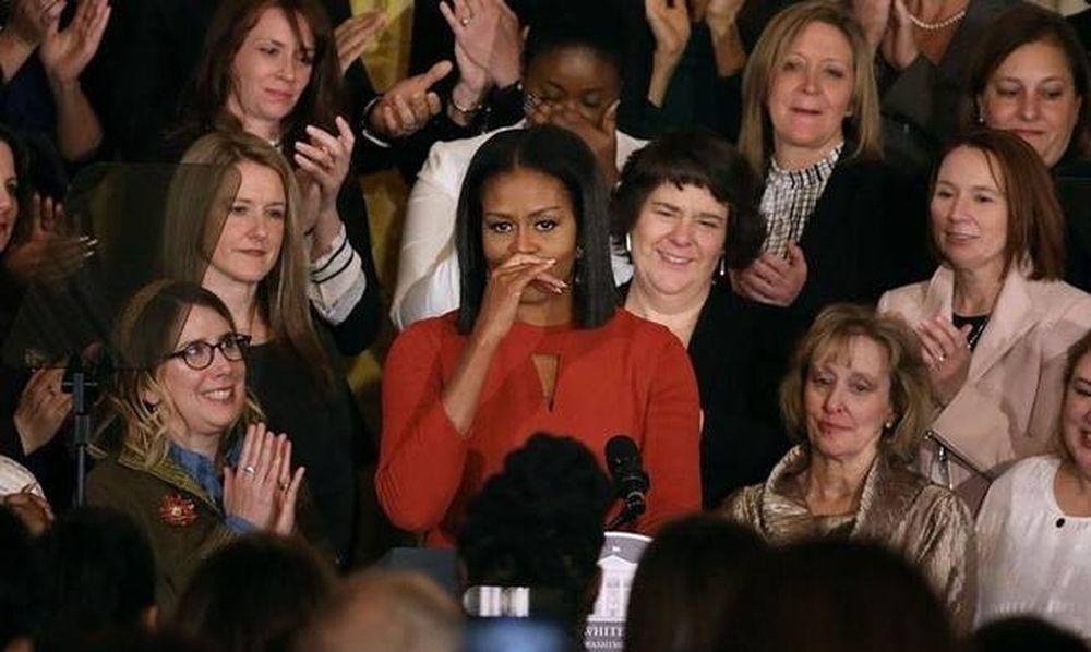 «Λύγισε» η Μισέλ Ομπάμα: Με «σπασμένη» φωνή αποχαιρέτησε το Λευκό Οίκο (video)