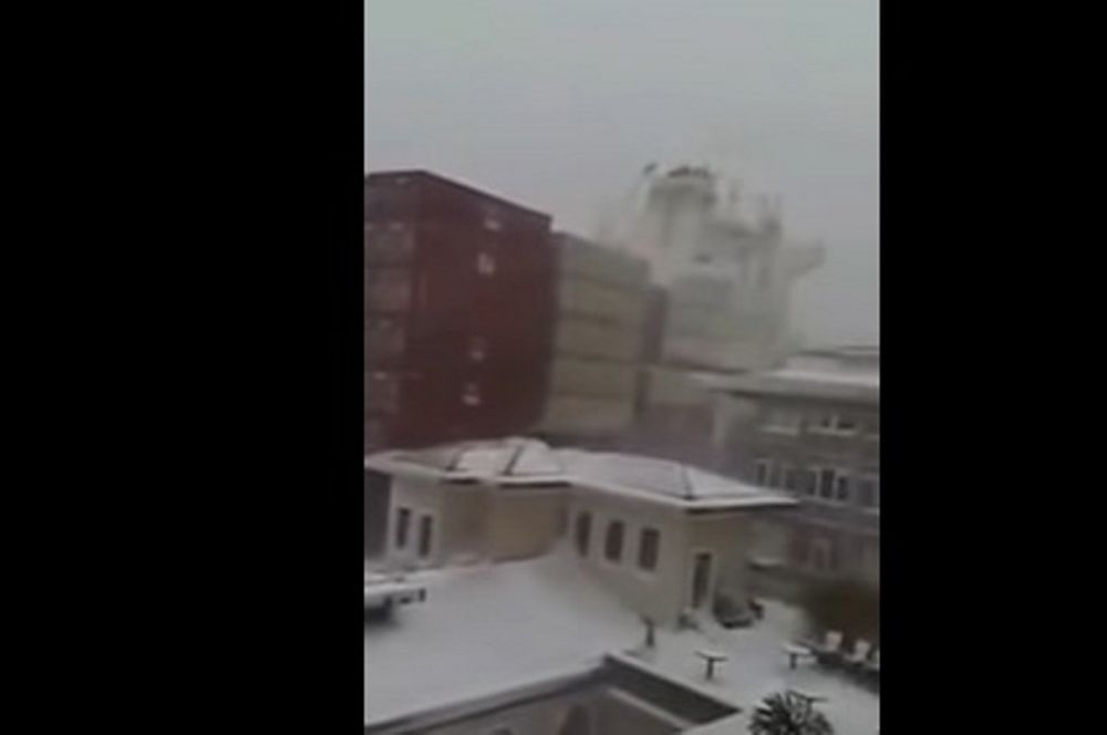Τεράστιο πλοίο «φίλησε» παραλία της Κωνσταντινούπολης (video)