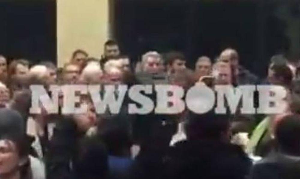 Πέραμα: Νέα ένταση στο δημοτικό συμβούλιο για τα προσφυγόπουλα (video)