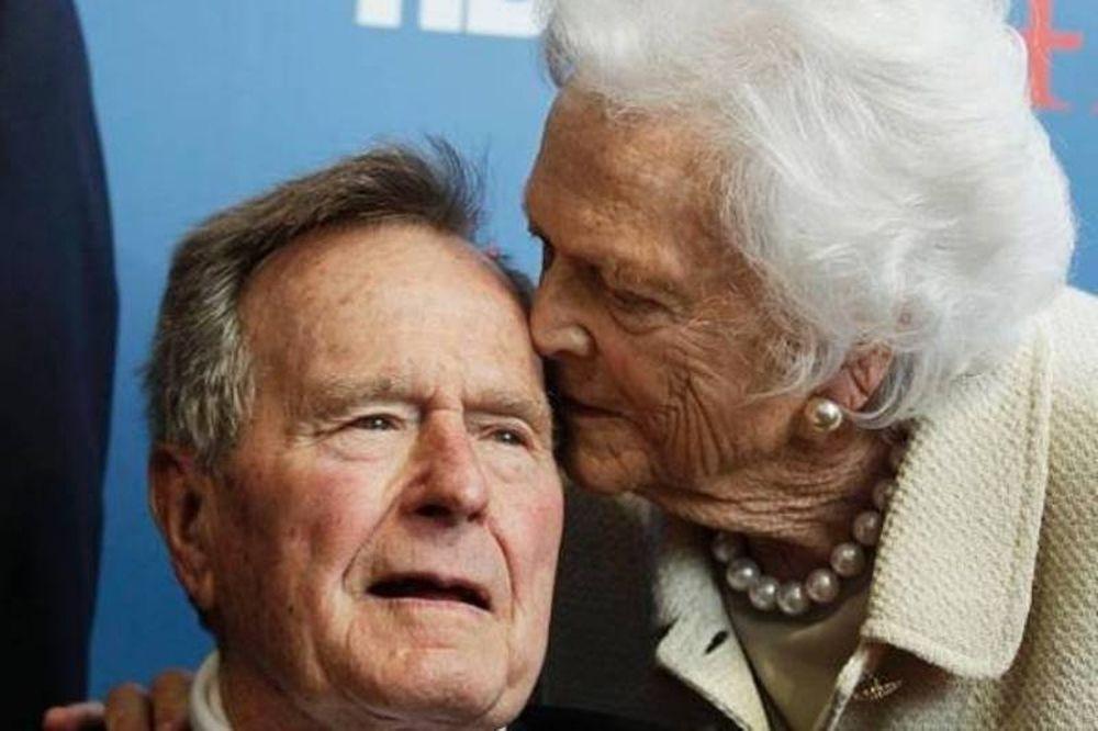 Στην εντατική ο Τζορτ Μπους - Στο νοσοκομείο και η γυναίκα του