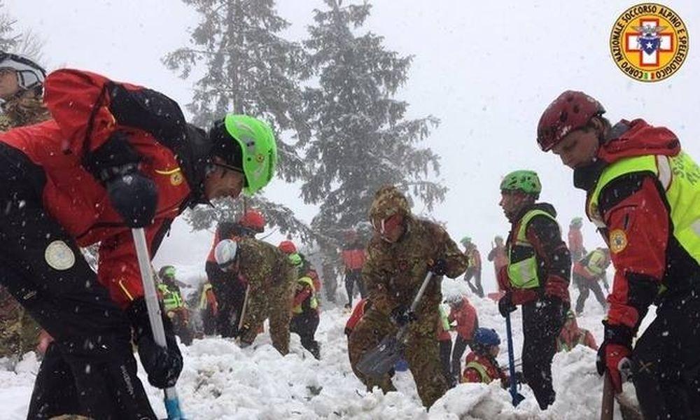 Χιονοστιβάδα Ιταλία: Τουλάχιστον 23 άνθρωποι αγνοούνται στα χαλάσματα του ξενοδοχείου Rigopiano