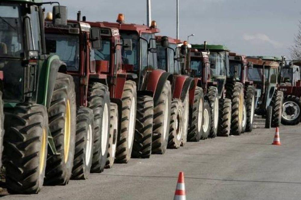 Μπλόκα αγροτών: Κλειστή επ΄αορίστον η εθνική οδός στον κόμβο της Νίκαιας