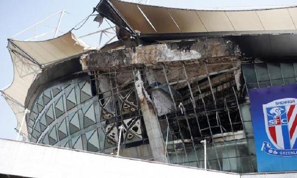 Σοκ! Πήρε φωτιά το γήπεδο της Σανγκάι των Τέβες και Πογιέτ!