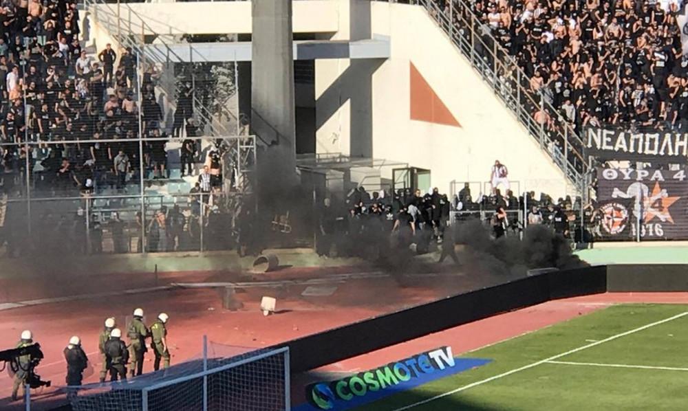 ΠΑΟΚ-ΑΕΚ: Πλακώθηκαν με τα ΜΑΤ οπαδοί του ΠΑΟΚ μέσα στο γήπεδο!