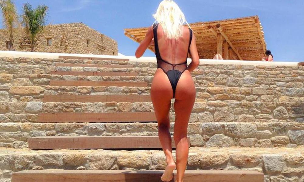 Ελληνίδα μάνα τα πετάει όλα και χορεύει γυμνή μπροστά στην κάμερα