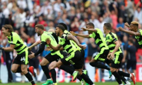 «Χρυσώθηκε» η Χάντερσφιλντ μετά την άνοδο στην Premiership