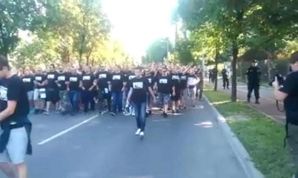 Βοσνία-Ελλάδα: Πορεία Βόσνιων εθνικιστών στο γήπεδο (video)