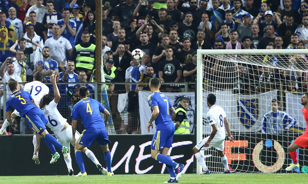 Ένταση και επεισόδια μετά το 0-0 της Ελλάδας - Ξέφυγαν οι προκλητικοί Βόσνιοι οπαδοί