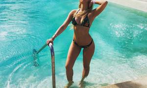 Ελληνίδα προκάλεσε σάλο και... ζημιές: Άγριο σεξ στην πισίνα! (photos)