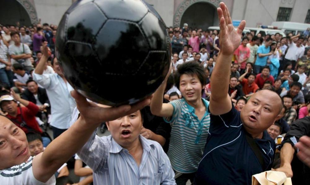 Μπαίνει «φρένο» στα τρελά ποσά των Κινέζων