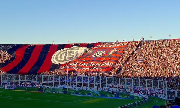Οι οπαδοί της Σαν Λορέντζο τραγούδουν σύνθημα σε ρυθμό Despacito