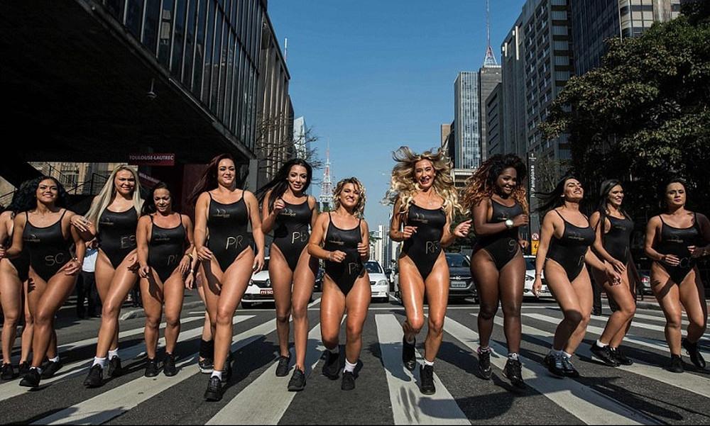 Βραζιλία: Τρελαίνουν κόσμο τα κορίτσια του Bum Bum