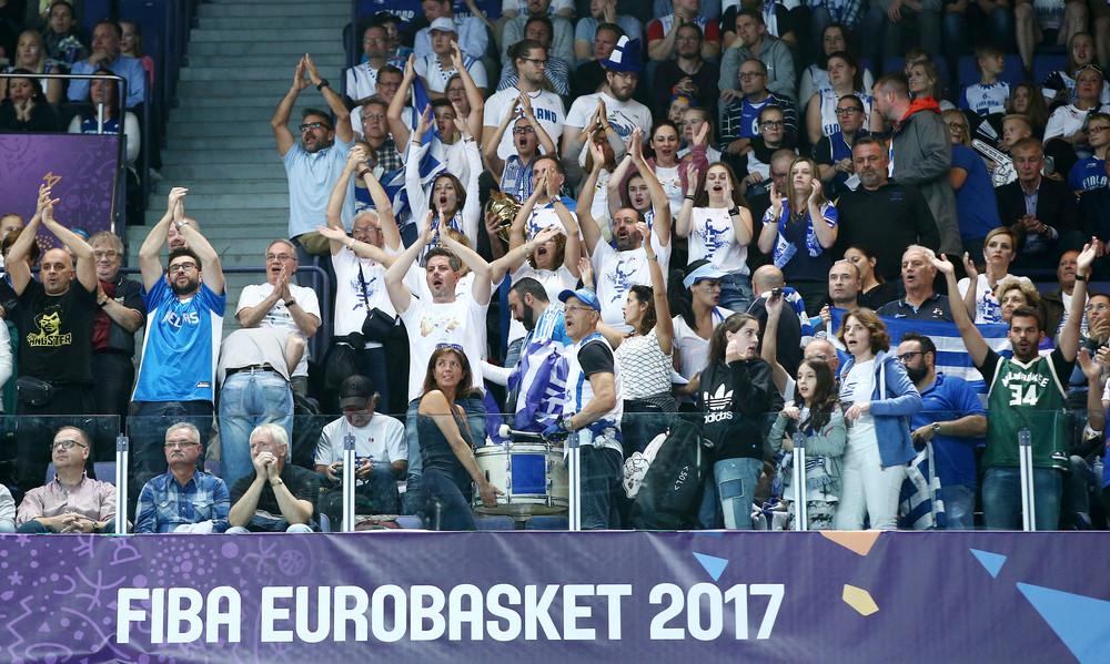 Ευρωμπάσκετ 2017: Ξέσπασμα από τους Έλληνες φιλάθλους - «Nτροπή, ξυπνήστε πριν είναι αργά»!